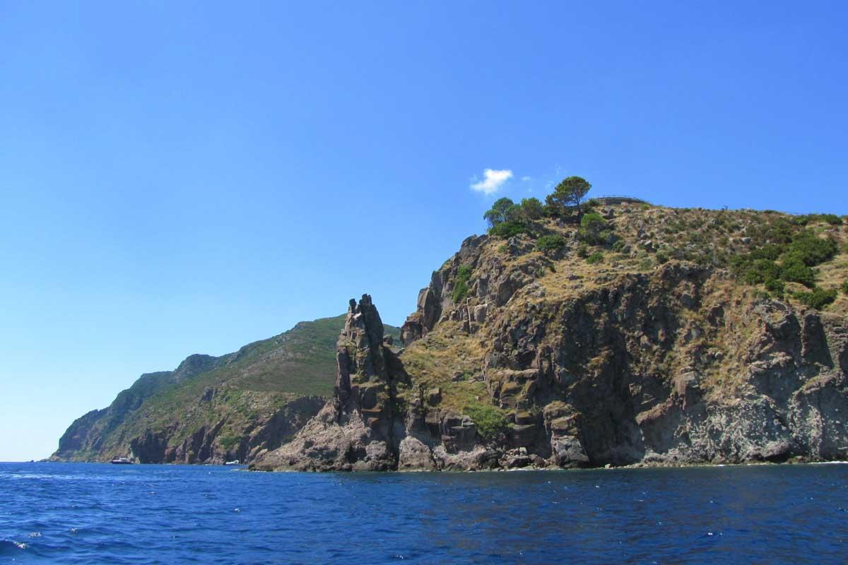 L'isola di Capraia in barca a vela